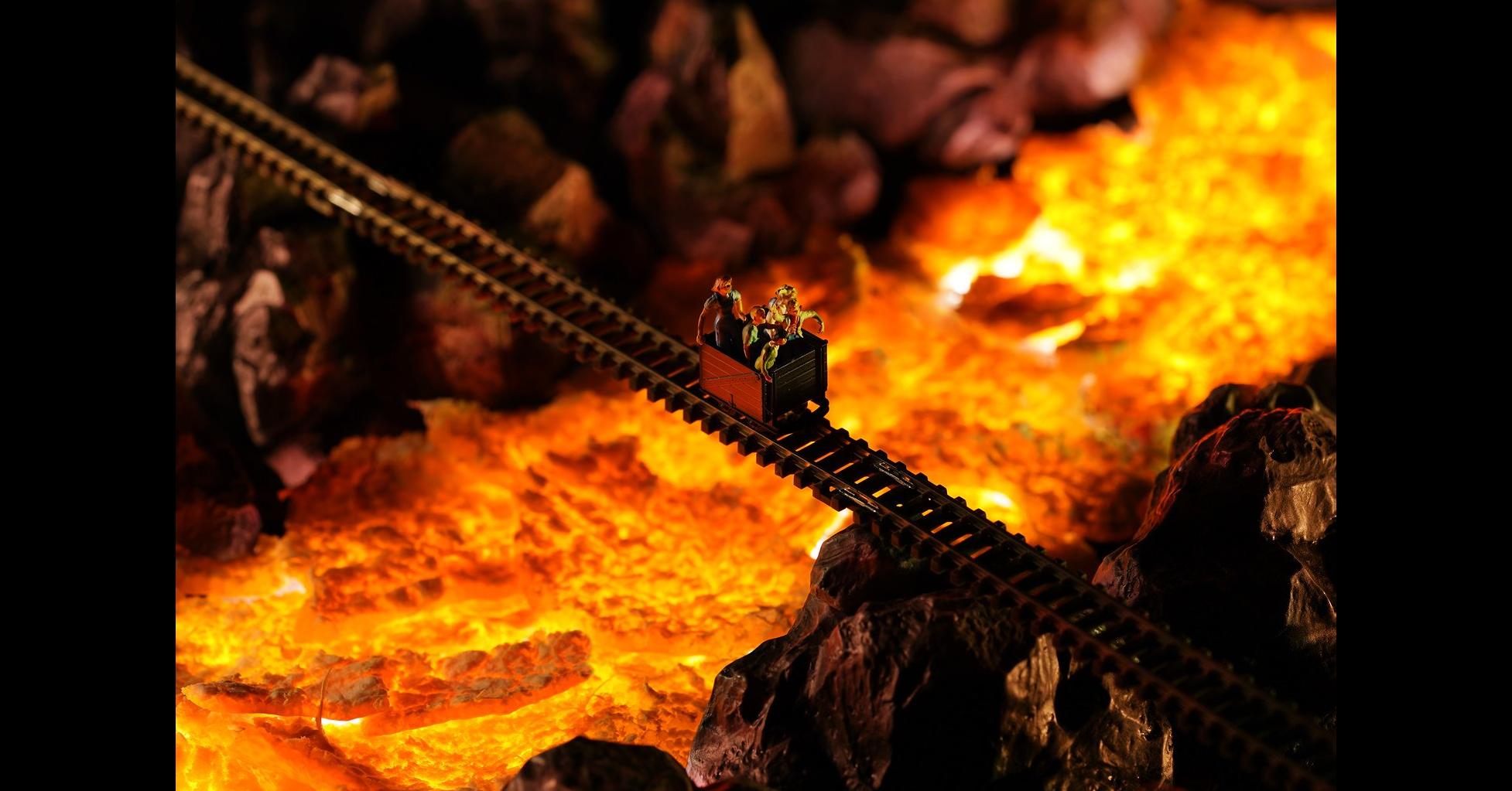 照片中包含了火焰、吉他、樂器配件、營火、火焰