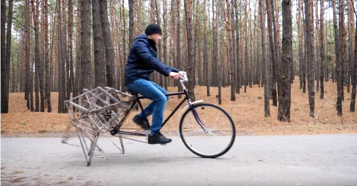 照片中包含了史詩般的單車真正獨特的自行車、自行車、汽車、循環、步行