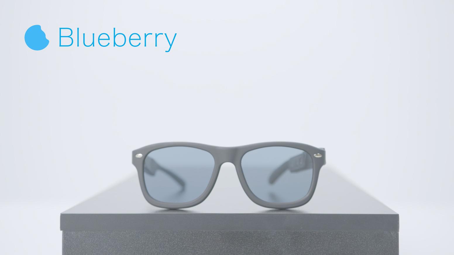 照片中提到了Blueberry,包含了眼鏡、眼鏡、墨鏡、智能眼鏡、可穿戴技術