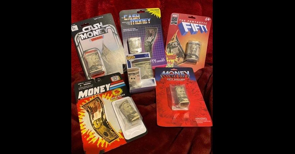 照片中提到了REE INSE、-CASH、ONEY,跟國際金融公司電影有關,包含了創意包裝錢、包裝和標籤、錢、現金、禮品
