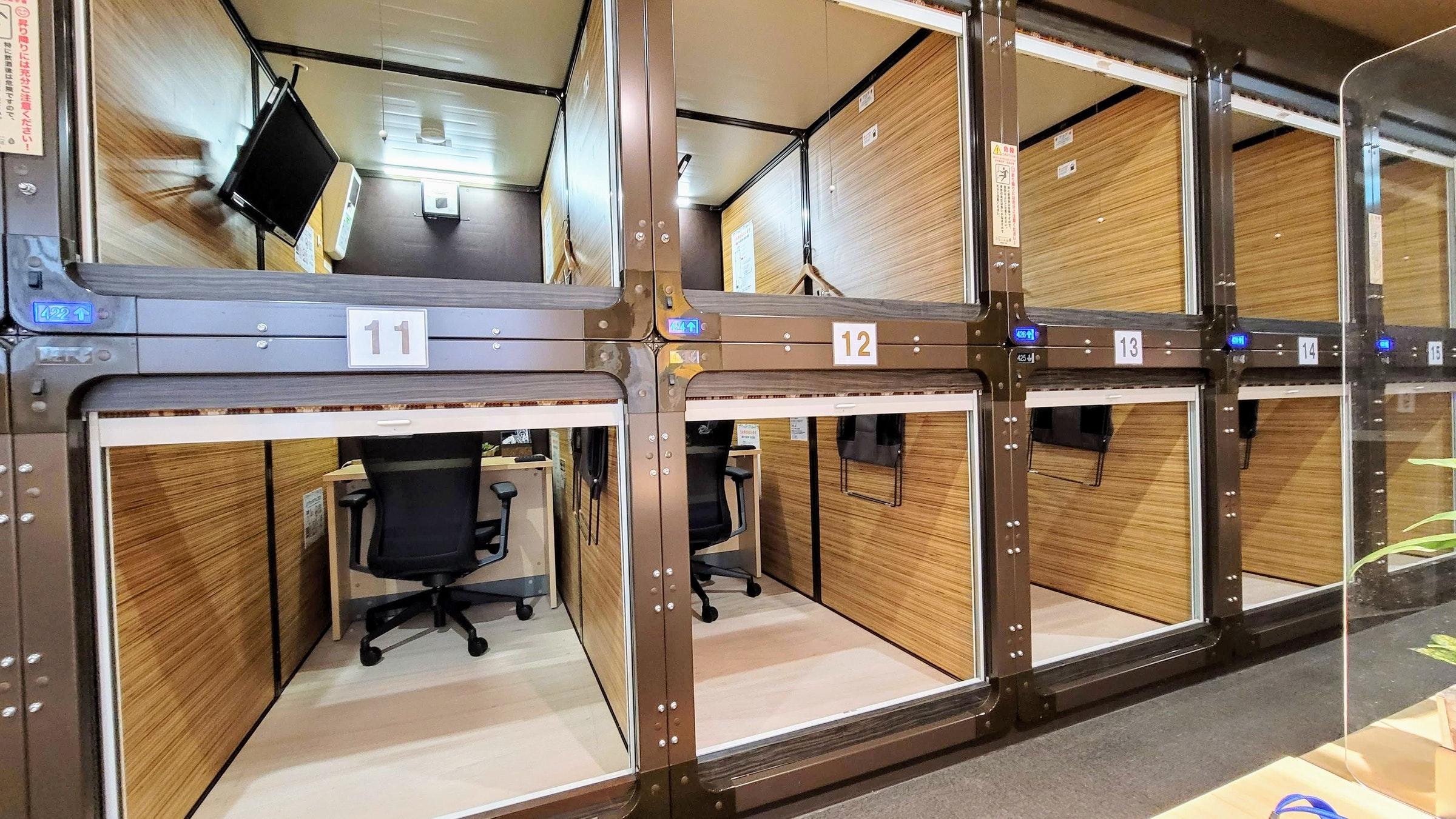 沒人光顧的膠囊旅館改建變成出租辦公室