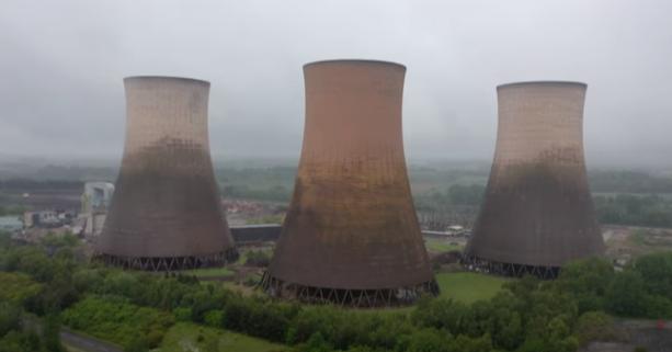 照片中包含了冷卻塔、核電站、發電廠、核電、電力