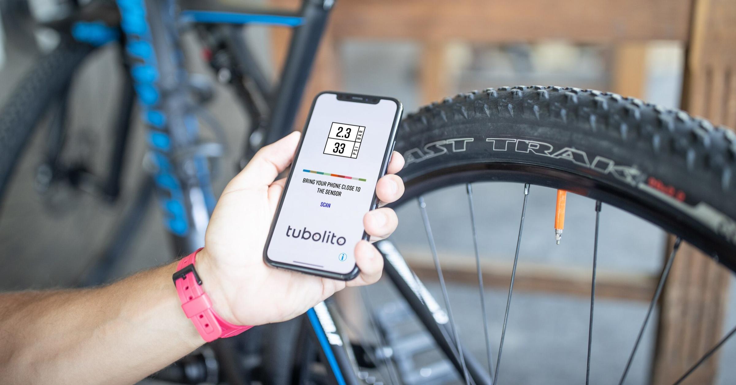 照片中提到了TIRRA .、2.3、33,包含了自行車輪、自行車輪、公路自行車、累、腳踏車
