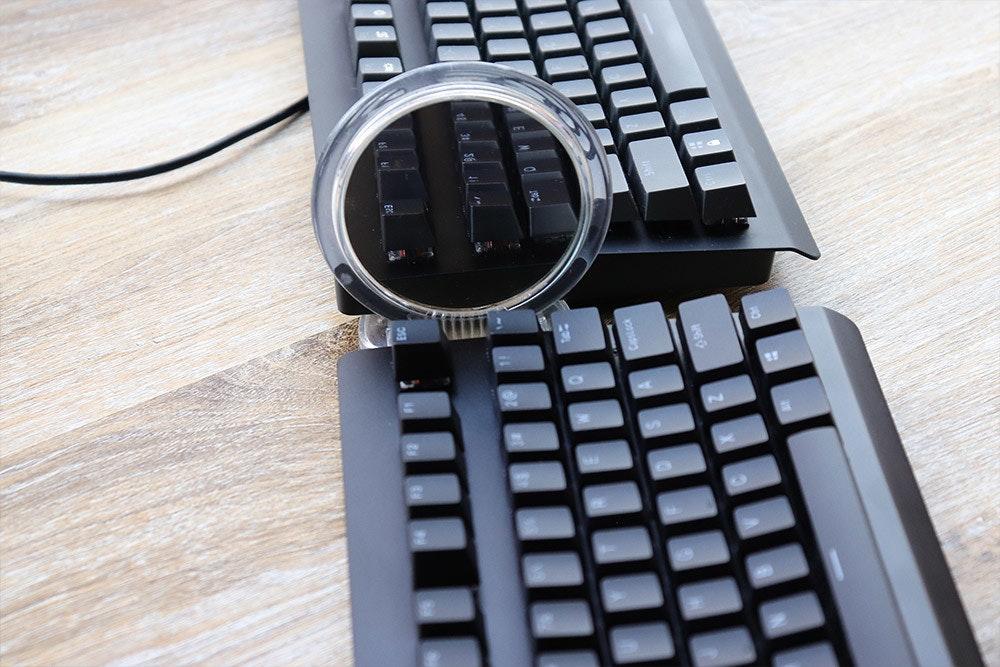 照片中提到了11,包含了計算機鍵盤、計算機鍵盤、產品設計、空格鍵、電腦