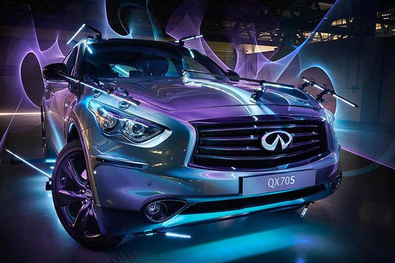 是黑夜裡的光影流動 —— 以 Infiniti 名車製作科幻式光塗鴉!這篇文章的首圖