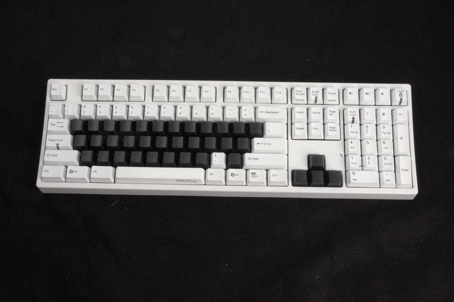 是機械式鍵盤Cherry系的彩色PBT鍵帽預購這篇文章的首圖