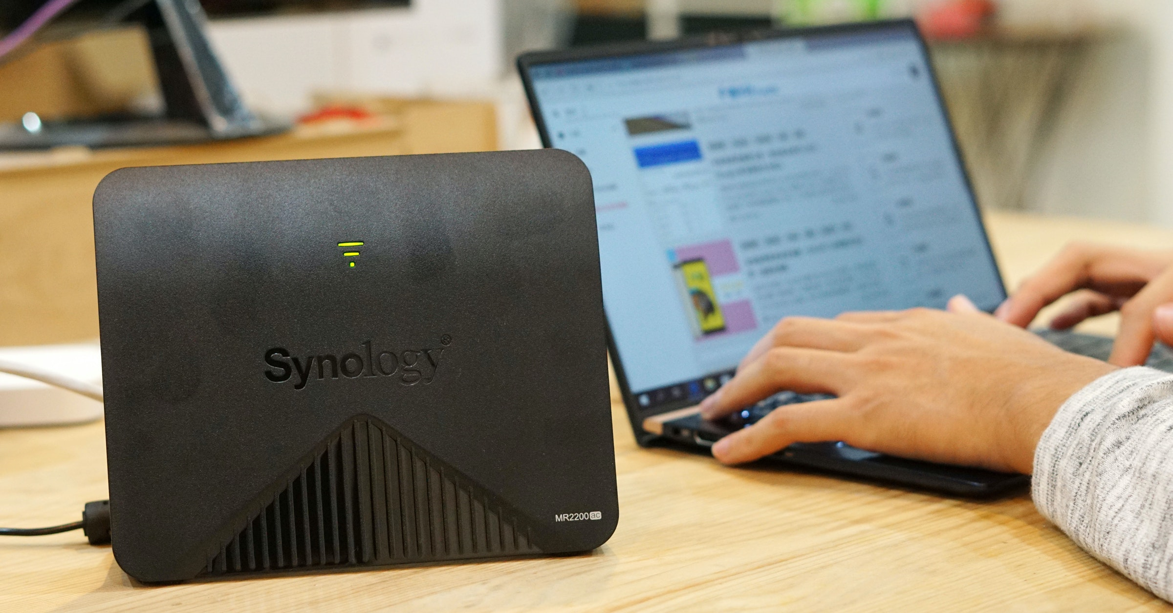 Netbook, Synology MR2200AC Mesh Wireless Router, Router, Wi-Fi, Mesh networking, Synology Inc., Synology RT2600ac, 瘾科技, Wireless network, Internet, netbook, Laptop, Electronic device, Technology, Netbook, Gadget, Personal computer, Computer