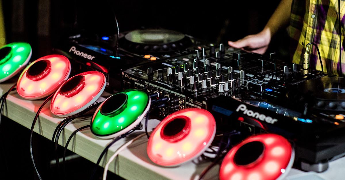在家就能輕鬆開趴!Yantouch 陽泰 LED 藍芽喇叭 EYE 幫你搞定派對「音樂+氣氛光」