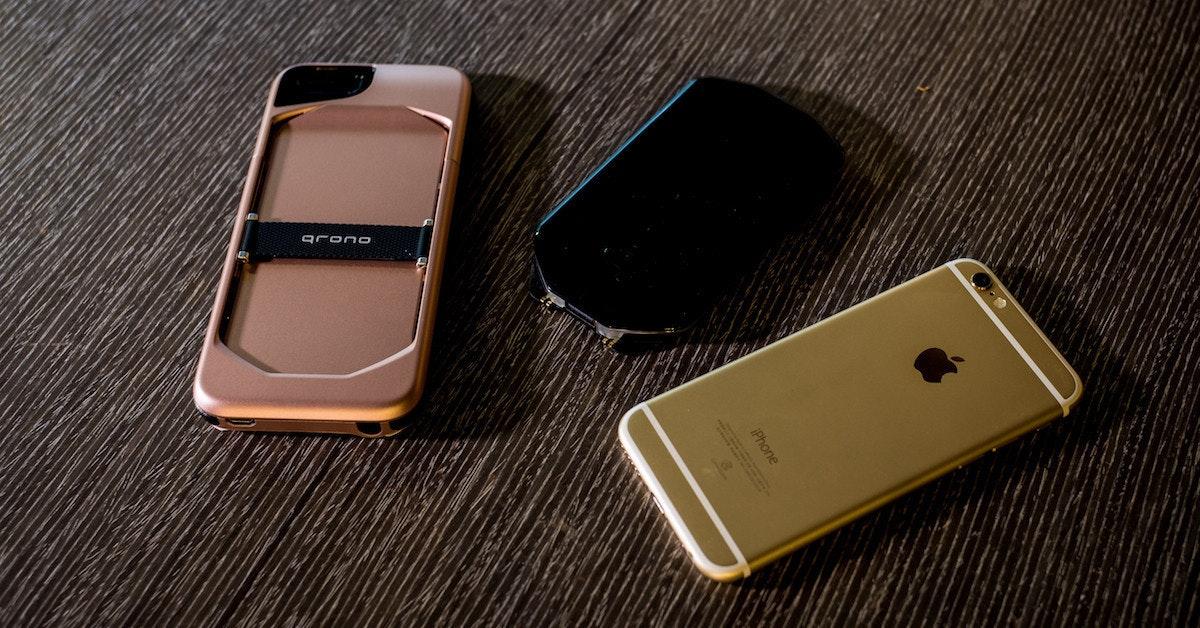 是造型詭異卻無比實用!qrono 01 : MIN ™ 讓你的 iPhone 6s/6s Plus 背著行動電源到處跑!這篇文章的首圖