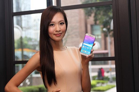是真的美 Samsung GALAXY S6 Edge 曲面螢幕手機動手玩這篇文章的首圖