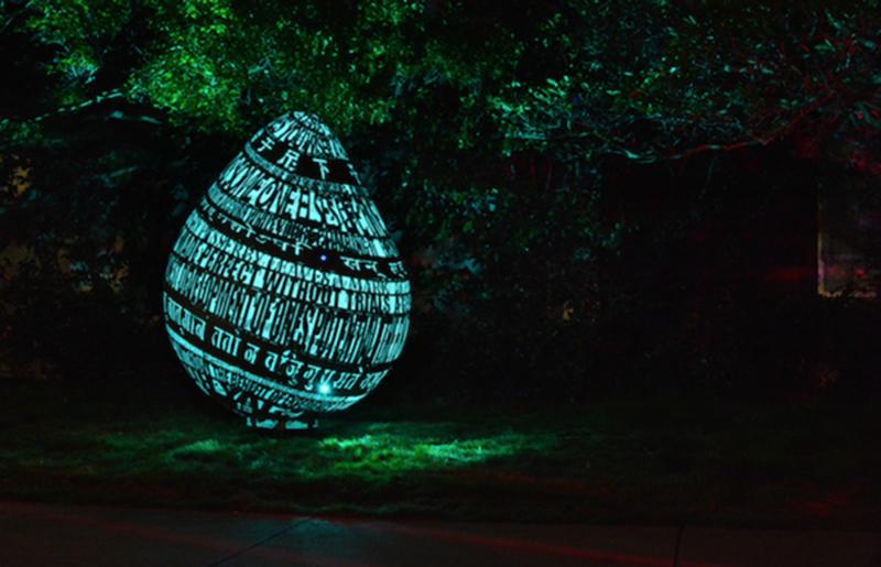 是超大金屬鏤空蛋雕,夜晚最奇幻的裝置藝術這篇文章的首圖