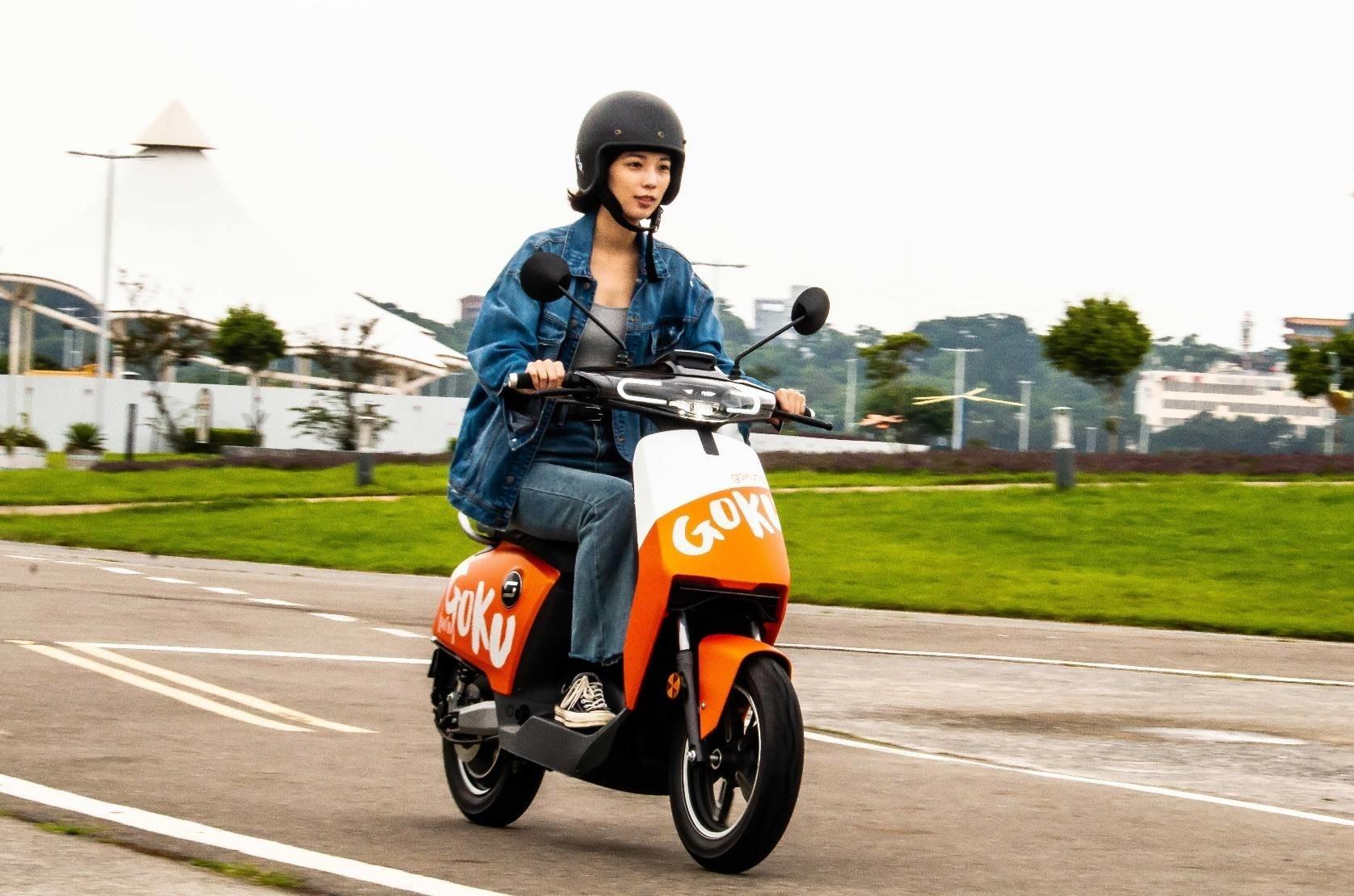 Car, Vespa, Wheel, Motor vehicle, Vehicle, Pound, car, scooter, motor vehicle, car, motorcycle, vehicle, motorcycling, vespa, product, wheel