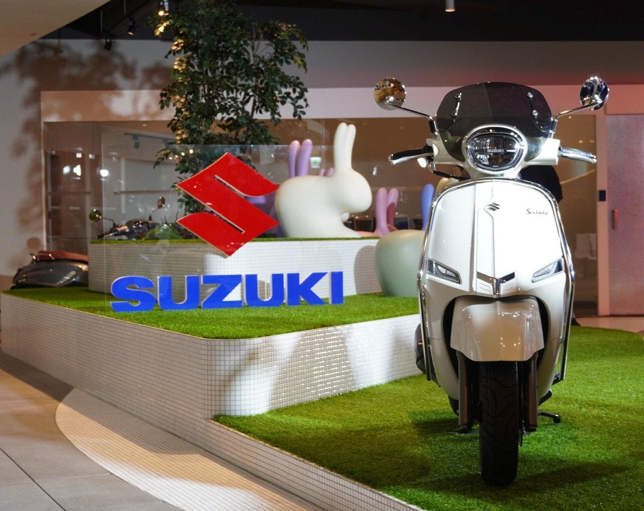 照片中提到了Salute、SUZUKI,跟鈴木、鈴木有關,包含了汽車、摩托車、汽車、摩托車、產品