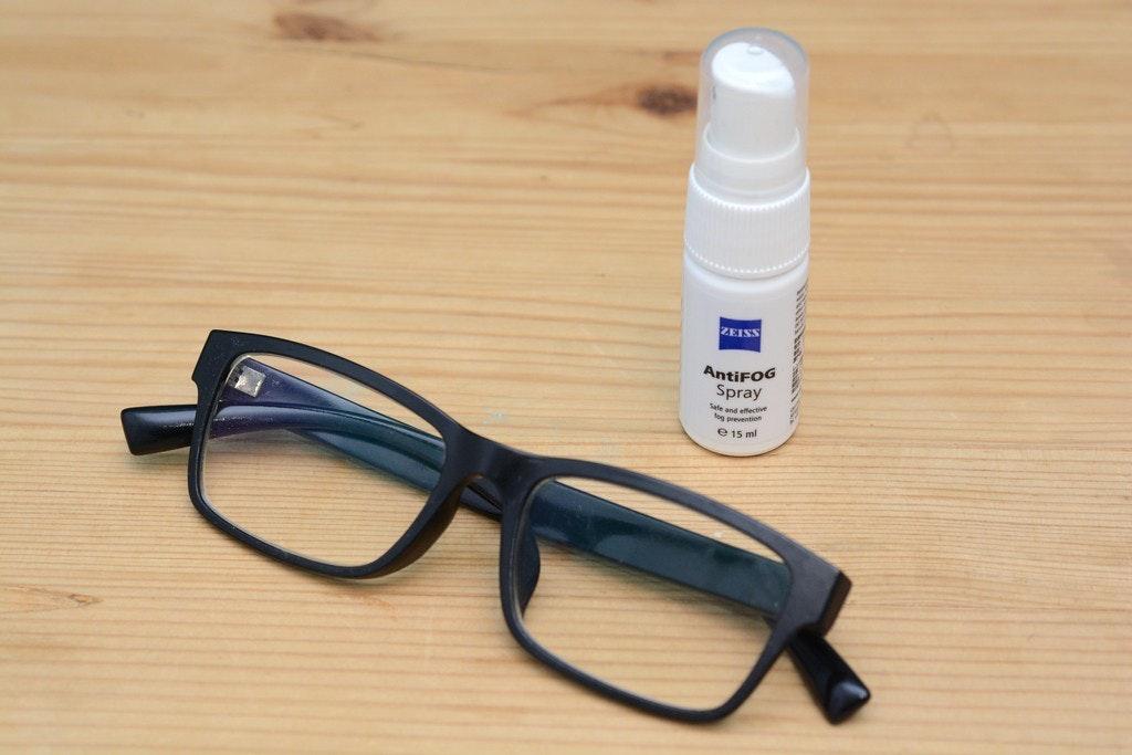 照片中提到了ZEISS、AntiFOG、Spray,包含了眼鏡、眼鏡、風鏡、產品設計、產品