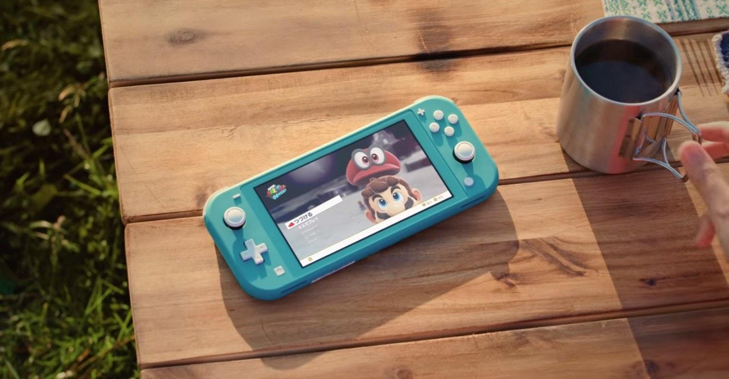 照片中包含了開關lite藍色、任天堂開關精簡版、任天堂Switch、掌上游戲機、任天堂