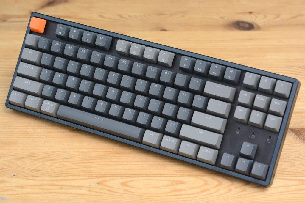 照片中提到了De、%23、FL,包含了計算機鍵盤、計算機鍵盤、電腦鼠標、機械鍵盤、無線鍵盤