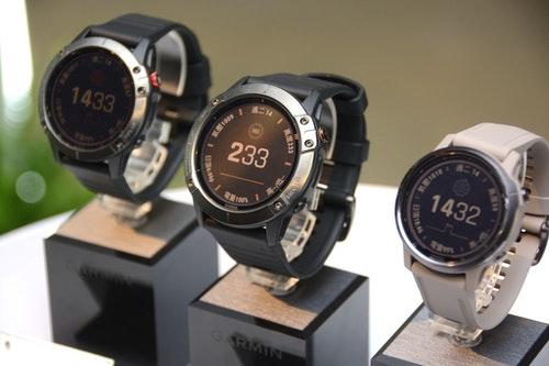錶面就是透明太陽能面板 Garmin太陽能錶款續航力最高無限長