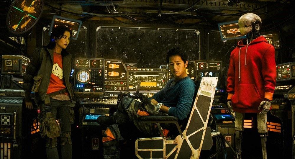 照片中提到了....、SR-01、...,包含了太空清掃電影、金泰里、勝利、曹成熙、一個狼人男孩