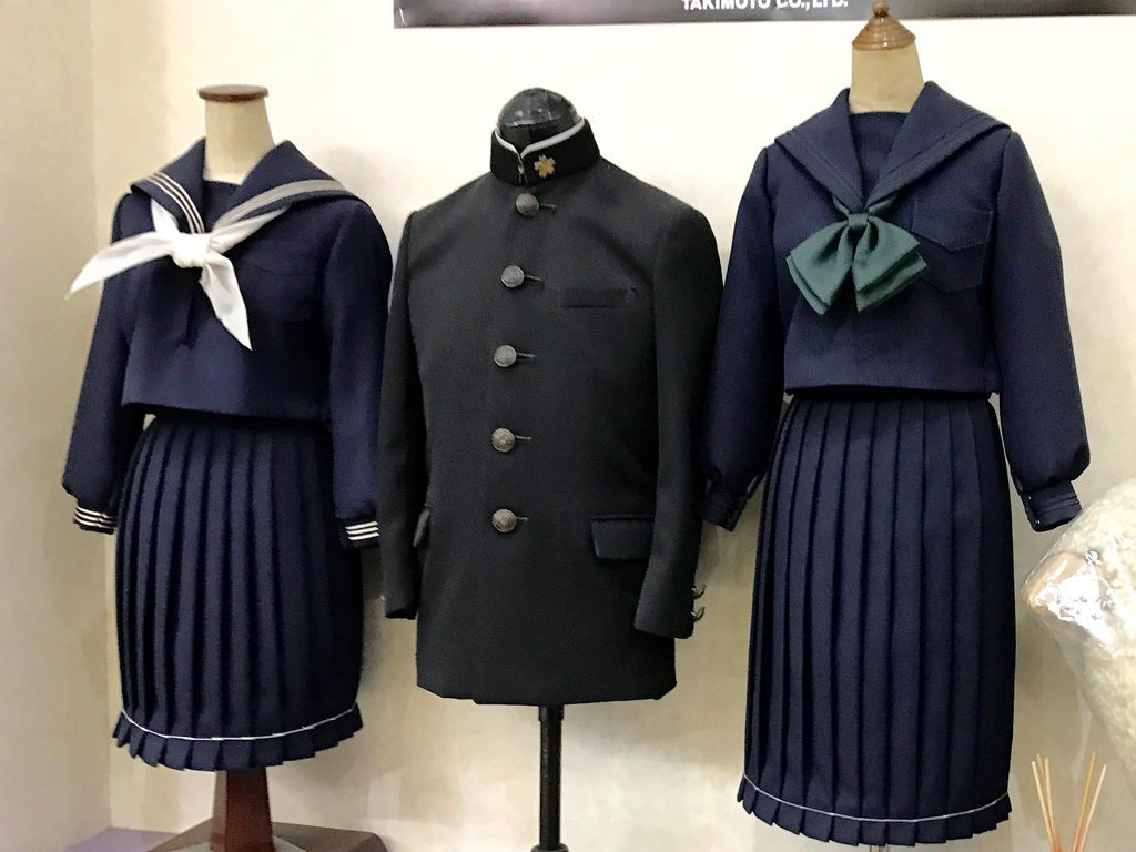 是[面白日本] 喜歡日本高校生制服?制服店裡上百種品項任君挑選~這篇文章的首圖