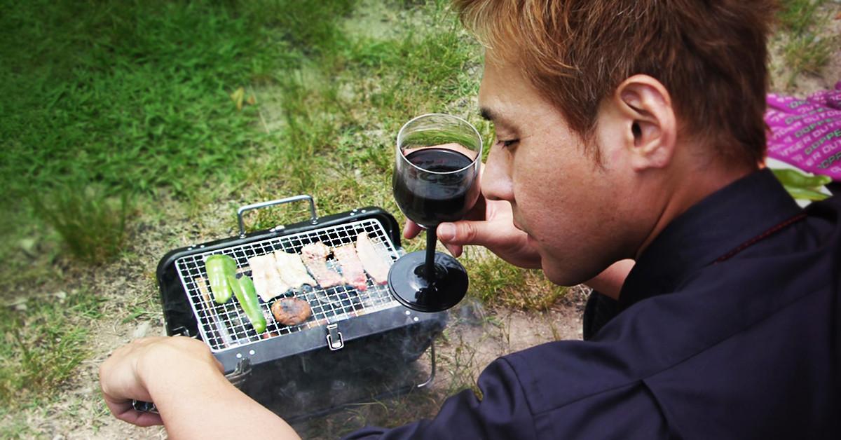 是[面白日本] 一個人露營也要優雅地去!但這公事包烤爐的廣告方式...單身男子躺著也中槍啊!這篇文章的首圖