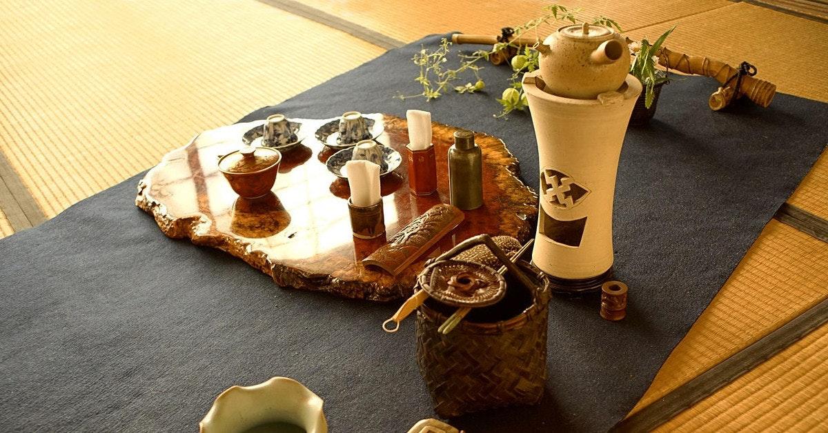 是[面白日本] 不只是飲料,這一盞茶喝得到歲月!日本茶道裡的「一期一會」到底是什麼?不走一趟茶席還真的不會懂!這篇文章的首圖