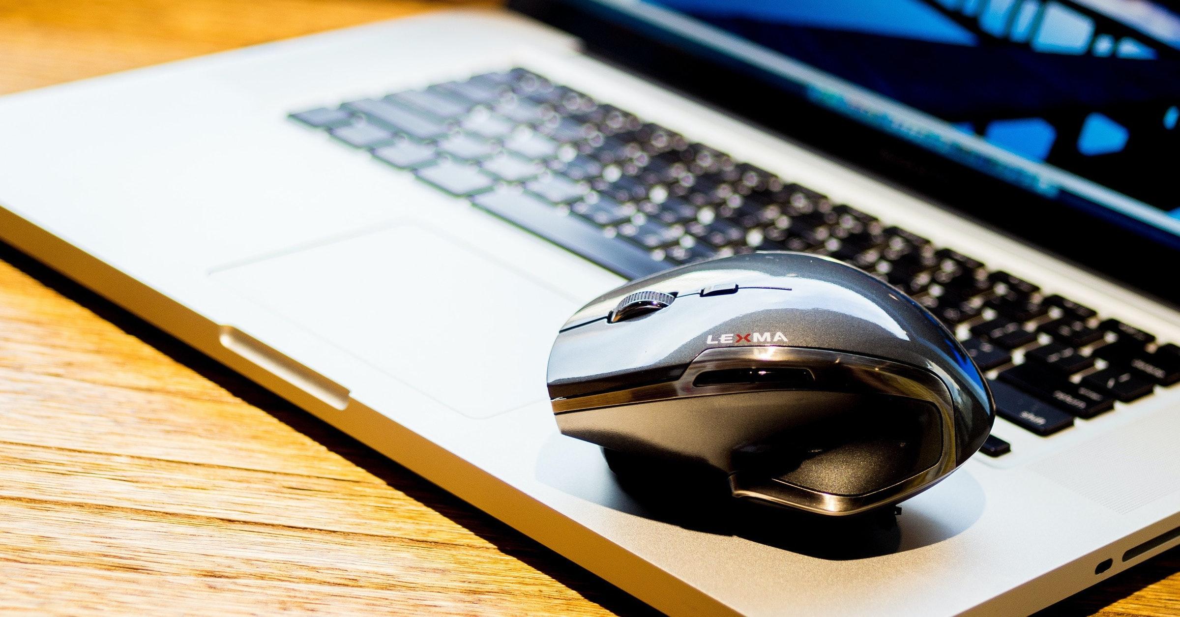 是所有不適合用滑鼠的表面,對 LEXMA M615R 雷射滑鼠來說都是小意思!這篇文章的首圖