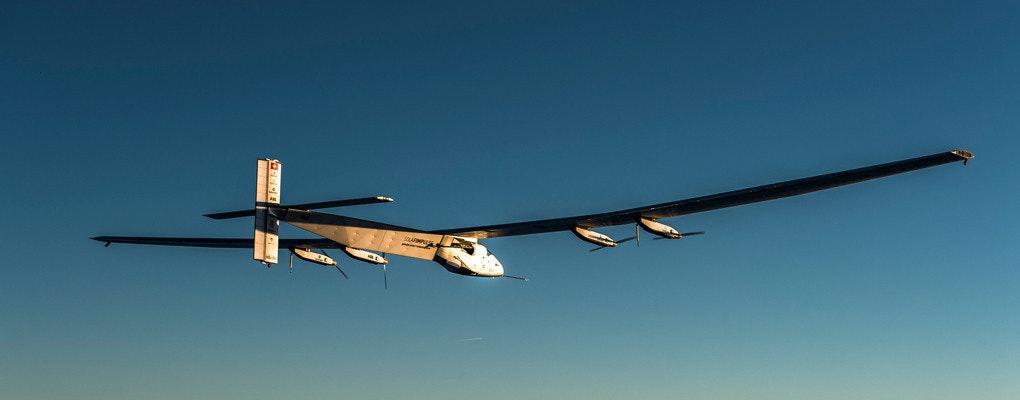 是「Solar Impulse 2」創下太陽能飛機最長與最久之飛行世界紀錄這篇文章的首圖