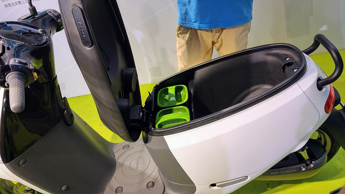 Electric vehicle, Gogoro, , Car, Gogoro Smartscooter, Electric motorcycles and scooters, 行政院国家发展基金, Motorcycle, Electric car, Electric power, Electric power, car, motor vehicle, yellow, vehicle, mode of transport, technology, automotive design, personal protective equipment, automotive exterior, motorcycle accessories