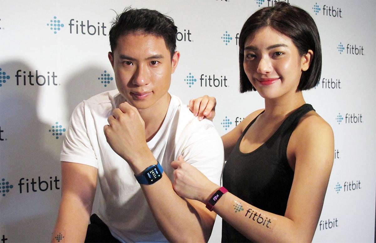 Public Relations, Product, Celebrity, Shoulder, Socialite, H&M, , Public, Fitbit, fitbit, Skin, Arm, Gesture, Fashion accessory