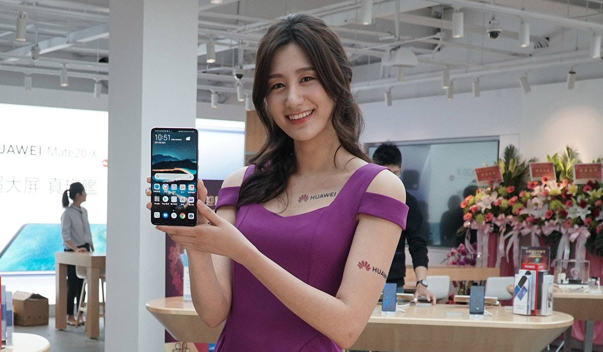 Product, Girl, Purple, Socialite, Beauty.m, beauty, Gadget, Smartphone, Mobile phone, Portable communications device, Product, Beauty, Communication Device, Skin, Technology, Electronic device