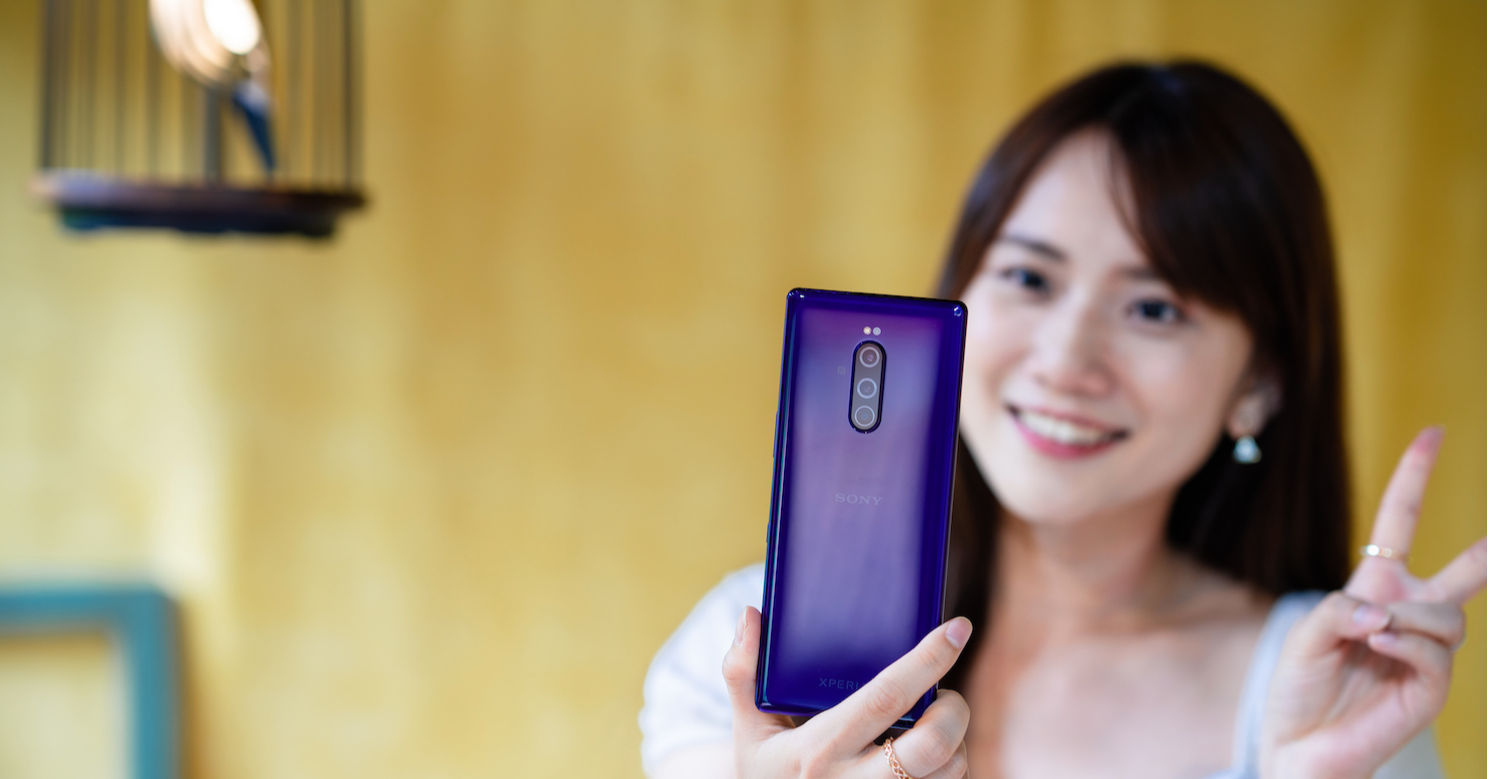Sony Xperia 1, Girl, Sony Xperia, Electronics, Photography, , Unboxing, Gadget, Woman, , girl, Skin, Gadget, Mobile phone, Electronic device, Technology, Communication Device, Photography, Long hair, Black hair, Portable communications device