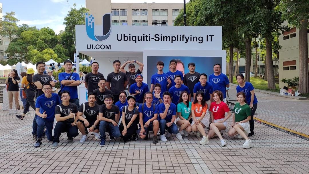 照片中提到了Ubiquiti-Simplifying IT、UI.COM、ब,跟uSwitch有關,包含了社交群、球隊、社交群、萬用表、測量儀器