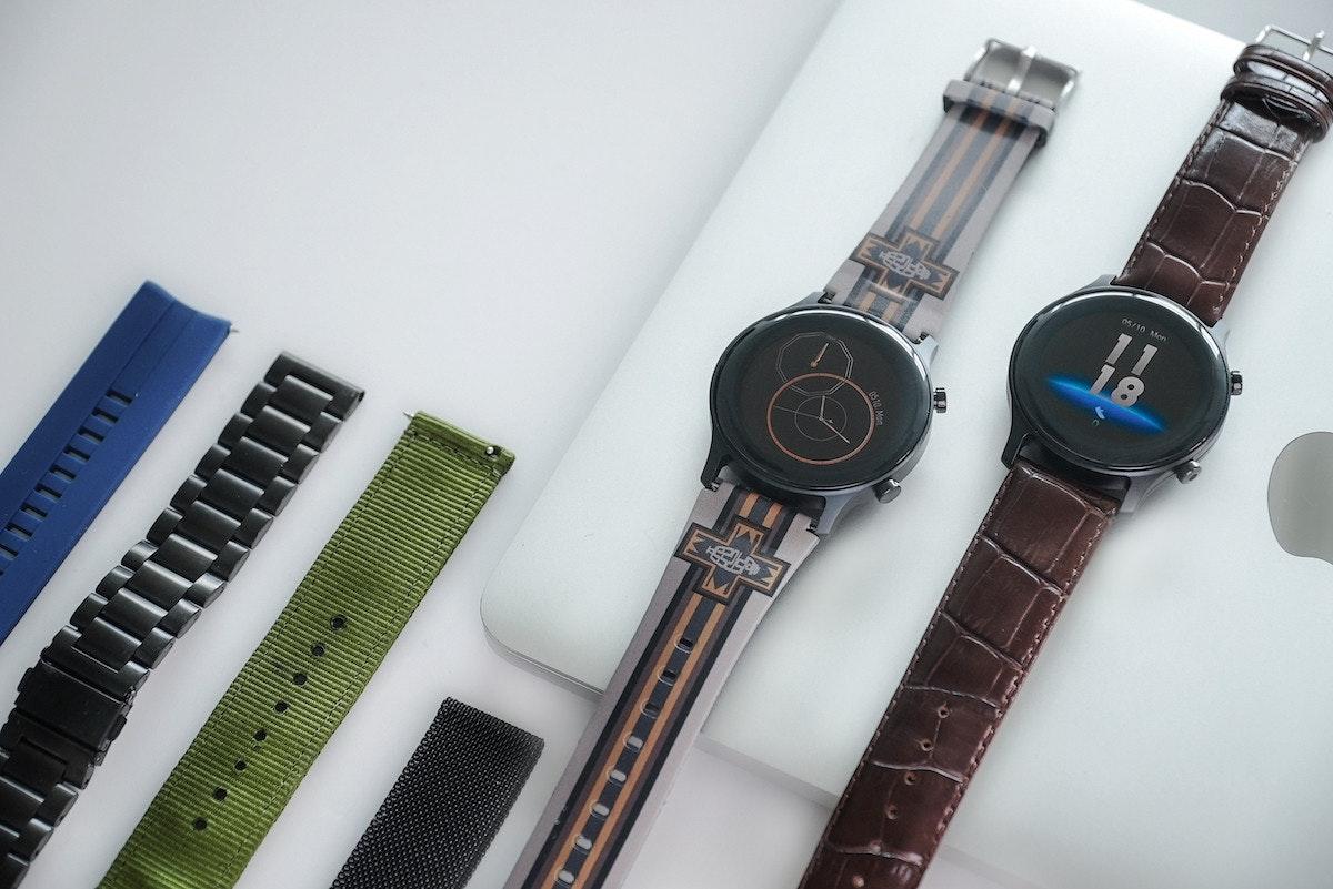 照片中提到了p610. Mon,跟哥倫布騎士團有關,包含了看、錶帶、產品設計、看、牌