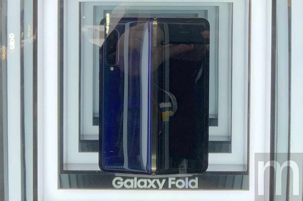 Samsung Galaxy Fold, Samsung Galaxy S10, , Samsung, Samsung Group, Mobile World Congress, Display device, , 5G, Republic of Gamers, window, Window, Glass, Door