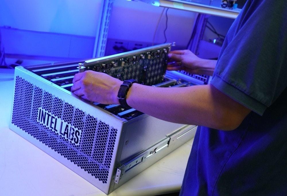 照片中提到了NTELLARS,包含了設計、英特爾、神經形態工程、個人電腦、中央處理器