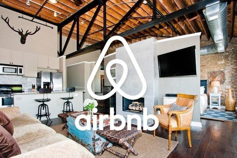照片中提到了dirbnt、b,包含了主持人airbnb、愛彼迎、住所、舊金山、假期出租