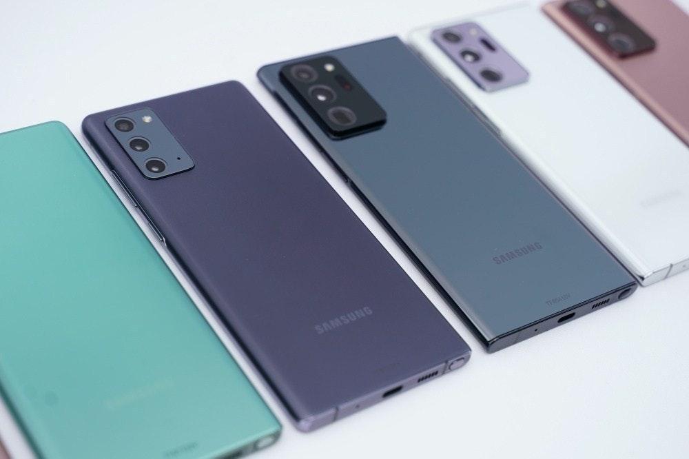 照片中提到了SAMSUNG、SAMSUNG,跟三星集團、三星集團有關,包含了功能手機、手機、功能手機、三星、三星銀河筆記20