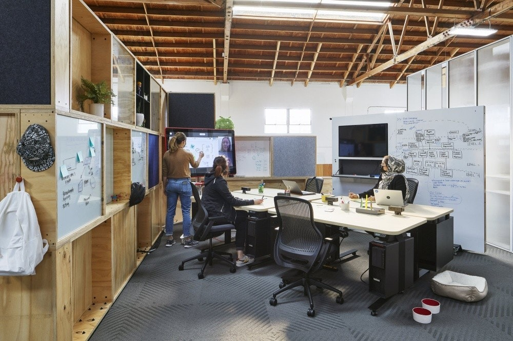 照片中提到了LIV,包含了谷歌團隊豆莢、谷歌、辦公室、球隊、Google Duo