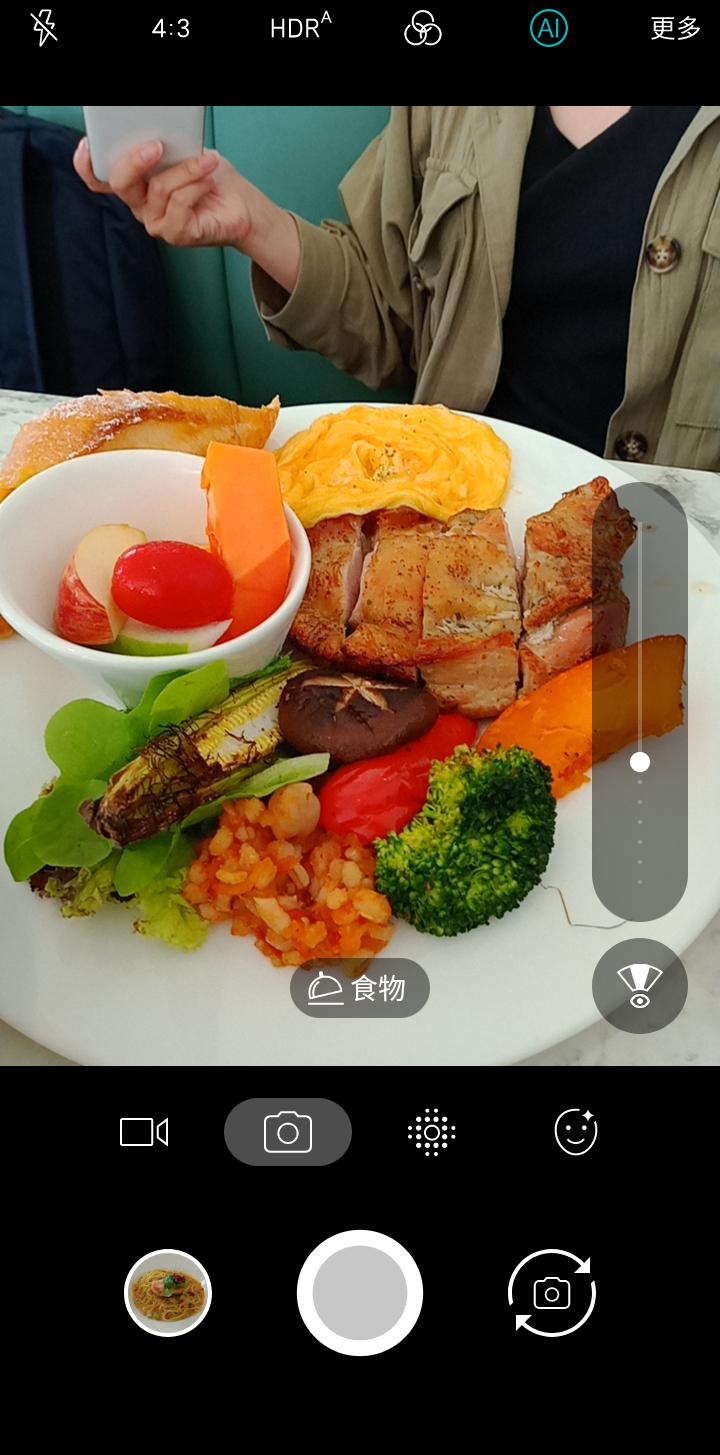 照片中提到了4:3、HDR^、(AI,包含了快餐、早餐、汉堡包、垃圾食品、快餐