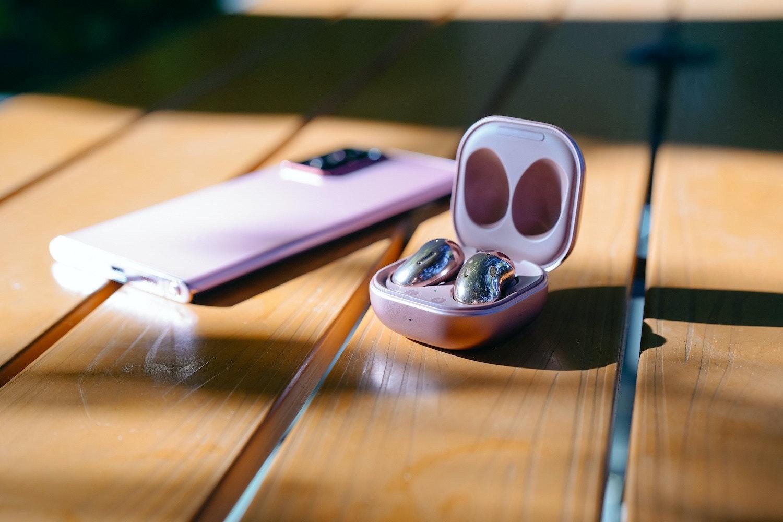 照片中包含了特寫、產品設計、紫色、筷子、特寫