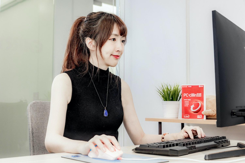 照片中提到了PC-cillin,跟Adobe公司有關,包含了音響器材、音響器材、產品設計、通訊、設計