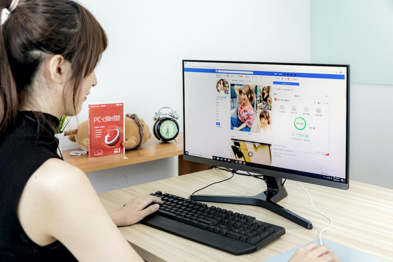 照片中提到了BE ER E O A O、Yuniko o、PC-cilin US,包含了個人電腦、個人電腦、產品設計、電腦顯示器、網站管理員