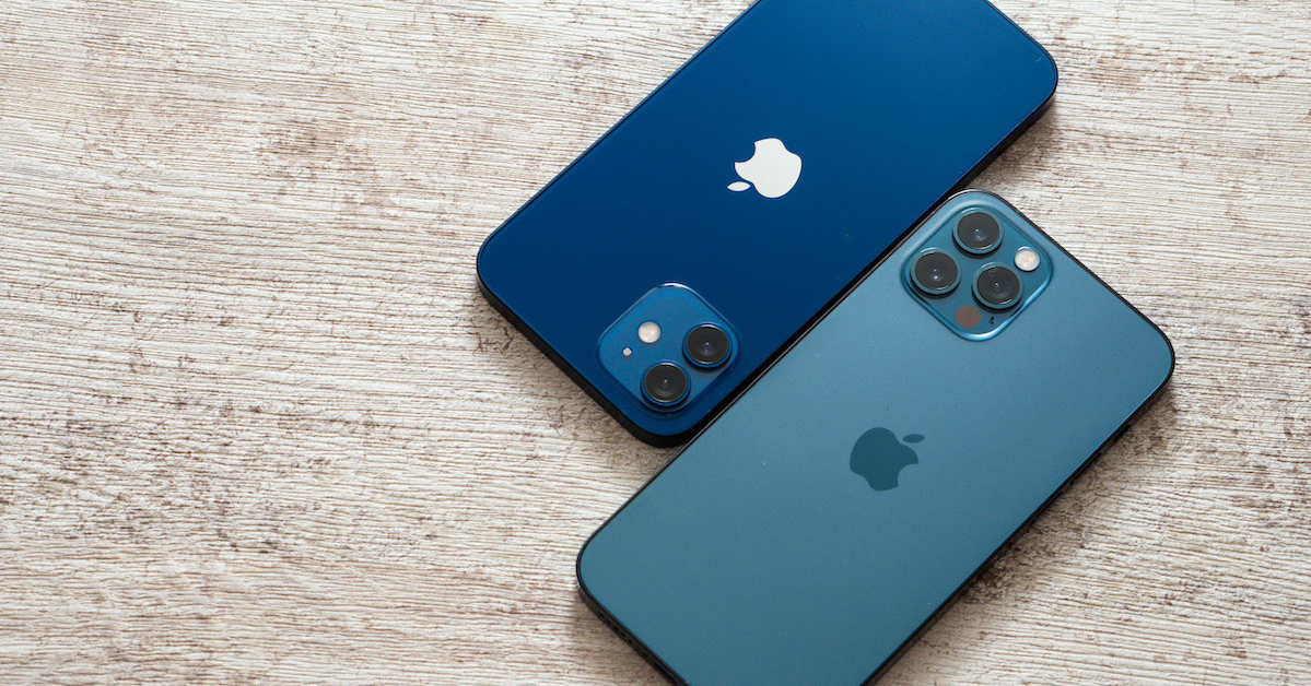 照片中跟蘋果手機、蘋果公司。有關,包含了功能手機、便攜式通訊設備、移動電話、移動設備、功能手機