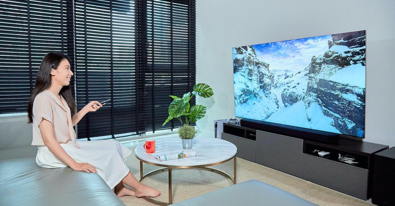 照片中包含了房間、室內設計服務、家具類、電視、顯示裝置