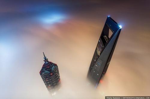是對戰鬥民族來說,爬上興建中的上海第一高樓吹風,就跟晨跑一樣輕鬆…這篇文章的首圖