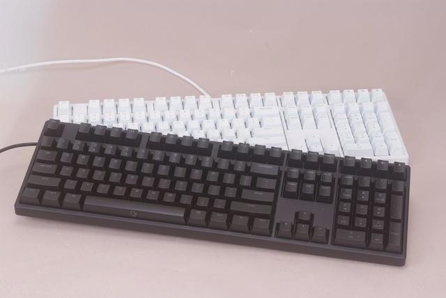 是KBtalKing One 發光版特殊軸啟動,並可加購KBtalKing Y Special能以鍵盤對手機輸入文字這篇文章的首圖