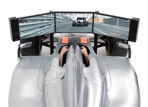 不只是電動,F1的賽車模擬器就在家中客廳!