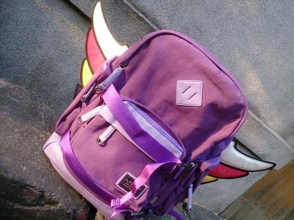 是【開箱】買了包你聖光全開!偽天使帆布包幫你一圓飛天夢(誤)這篇文章的首圖