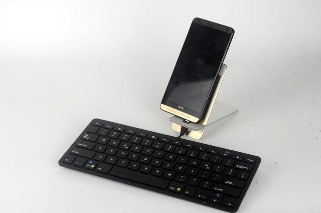 是就是使用鍵盤打字的死硬派,來試試這款價格與規格都很有誠意,不用500元就可以擁有的手機平板專用剪刀腳鍵盤這篇文章的首圖