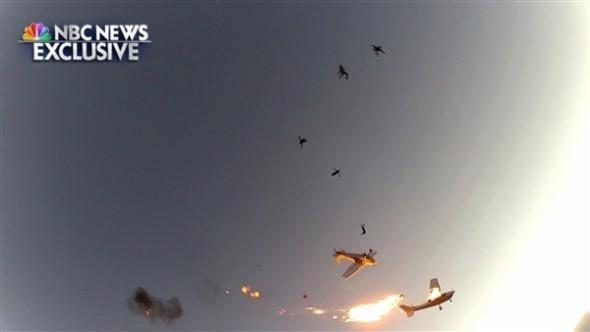 是生死一瞬間!跳傘飛機半空相撞,第一時間鏡頭體驗意外過程這篇文章的首圖